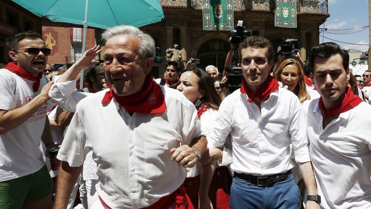 Pablo Casado fue abucheado en Pamplona, adonde acudió para promocionar su candidatura. Al advertir su presencia, muchos de los congregados en la zona comenzaron a gritar «fuera» y «libertad para los de Alsasua» y se registraron momentos de gran tensión