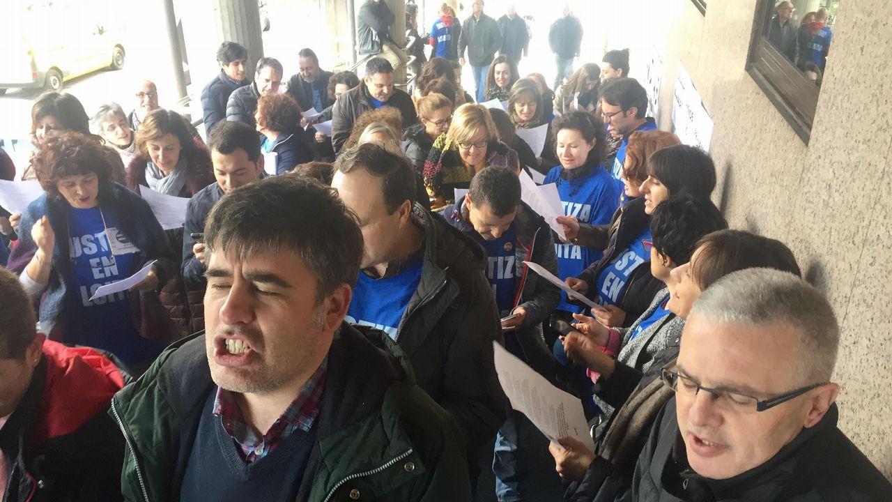 Protesta en la catedral de los trabajadores de Justicia