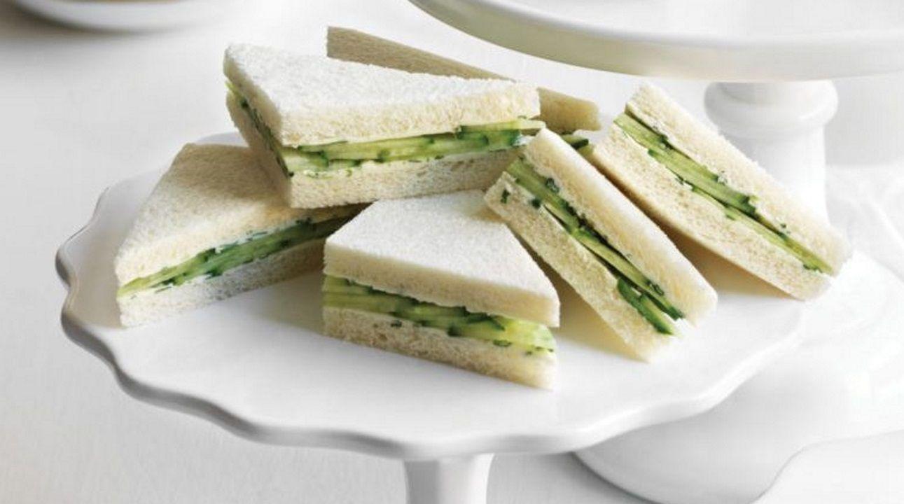De pepino. Los británicos toman el té de las cinco con este pan de molde con mantequilla y pepino.