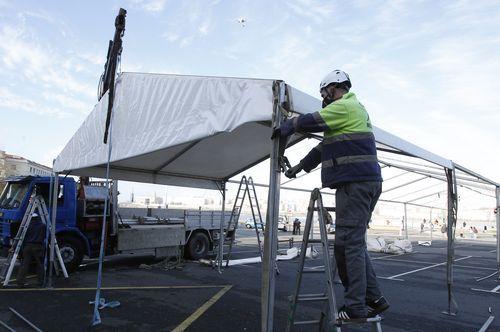 Arranca el segundo cribado masivo en A Coruña.Montaje de la carpa en Riazor para el cribado masivo del covid-19 en A Coruña