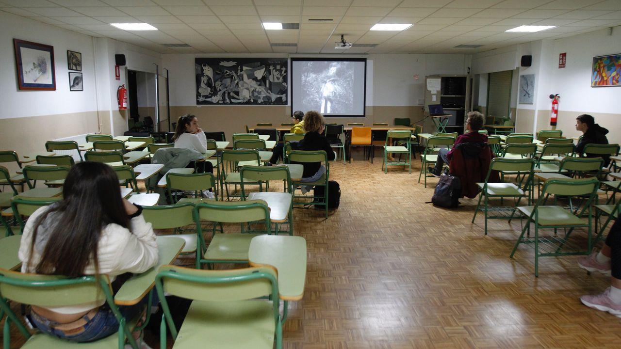 Una decena de alumnos en una de sus clases