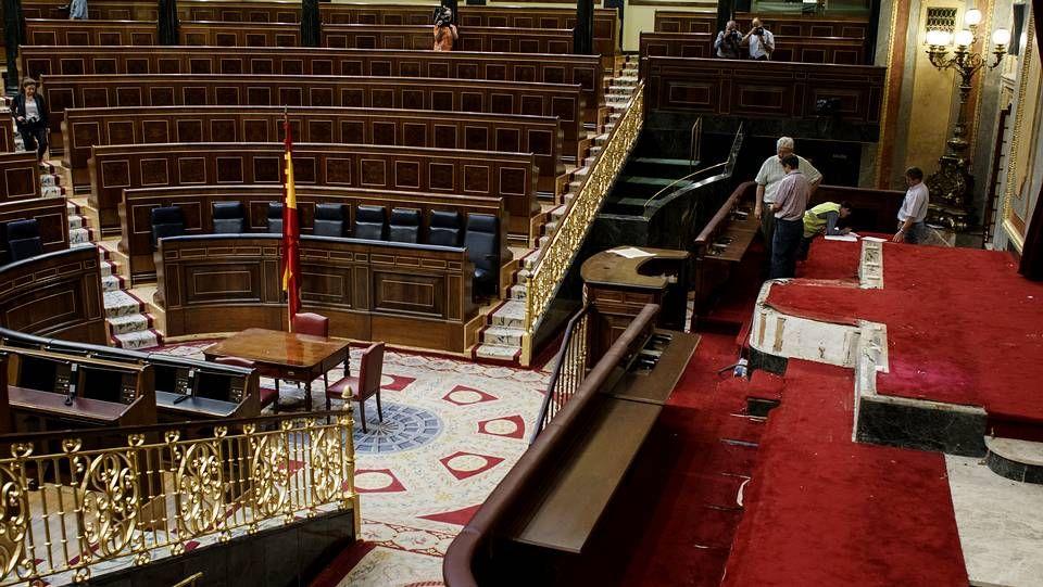 Madrid se engalana para la proclamación.Obras de preparación en el Congreso para el acto de proclamación