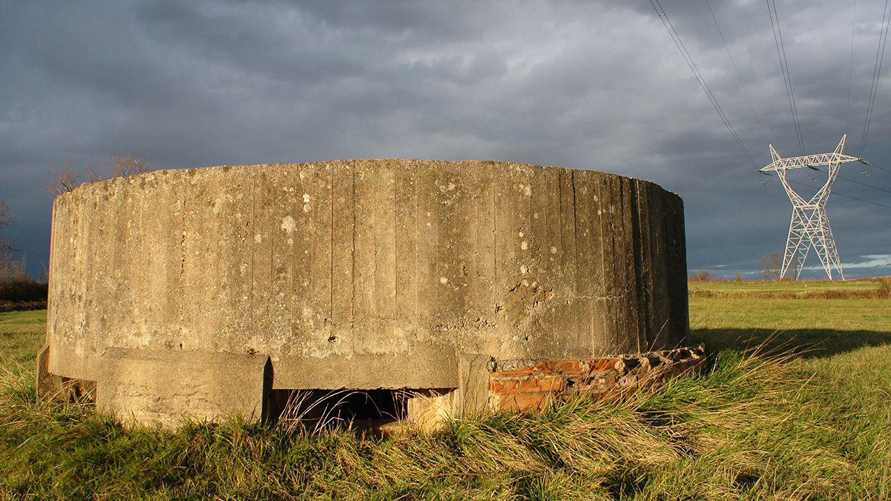 Nido de ametralladoras de San Miguel de la Barreda, donde se está cosntruyendo el polígono de Bobes (Siero). Formó parte de la línea defensiva republicana durante la Guerra Civil