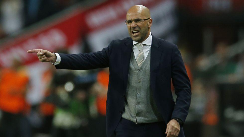 Peter Bosz, nuevo entrenador del Dortmund.Juan Mata
