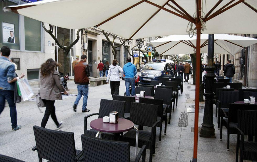 La capital -en la imagen la rúa do Paseo- concentra casi la mitad de las nuevas empresas.