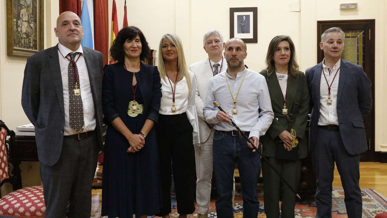 DOS MENOS Rebanales y Bertólez (segunda y tercera por la izquierda), han abandonado el gobierno del alcalde de Ourense. miguel villar