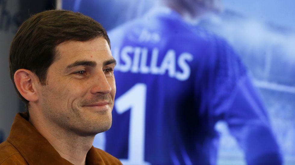 Casillas: «Ojalá el Real Madrid gane la Liga».La presencia de Del Bosque fue un acontecimiento en Maceda, donde inauguró el reformado campo de fútbol y se le dedicó una calle.