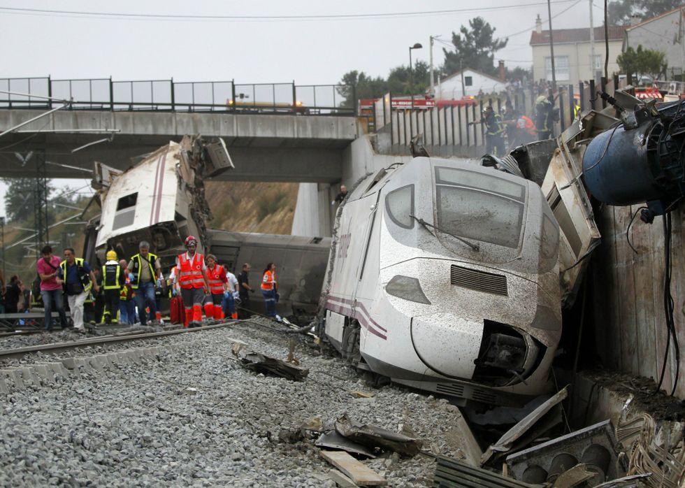 Imagen de la cabeza tractora trasera del Alvia que descarriló en Angrois el 24 de julio del 2013.