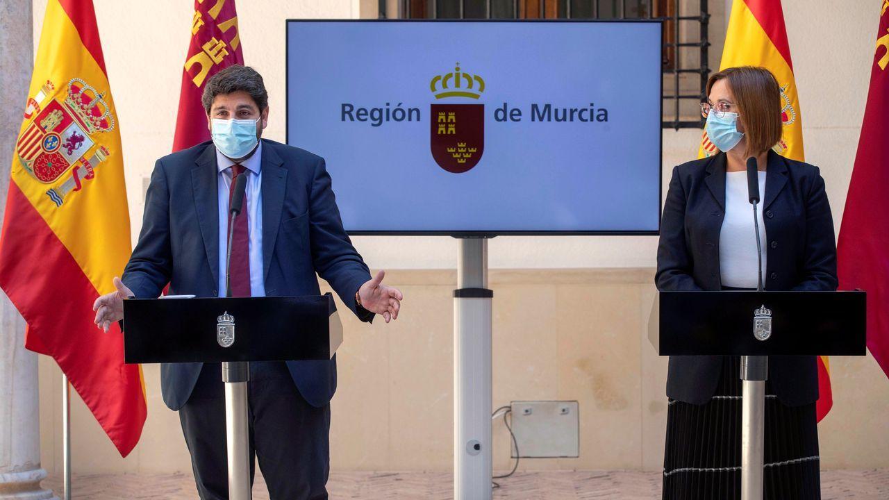 El presiente de la Región de Murcia, Fernando López Miras, junto a la vicepresidenta, Isabel Franco, de Ciudadanos, anunciaron en rueda que tres diputados de Cs votarán en contra de la moción de censura