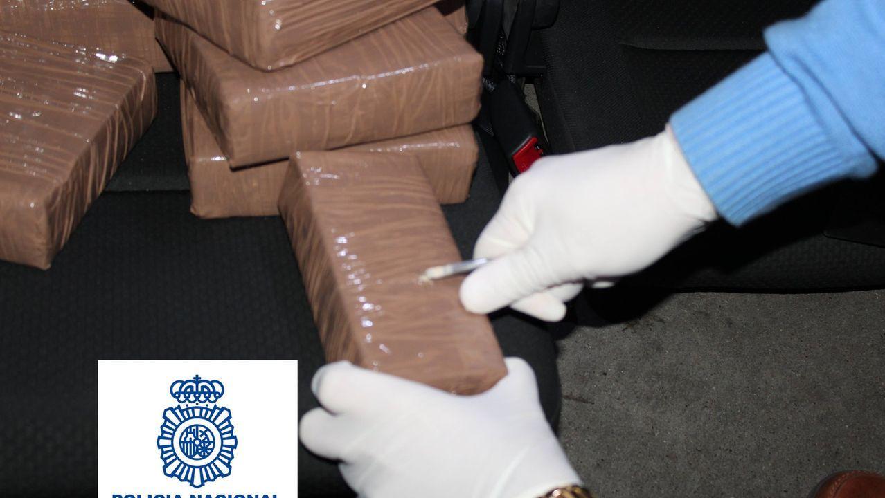 La Policía Nacional interviene en Marbella un alijo de 27 kilos de heroína.El narcosubmarino apresado en Punta Couso permanece custodiado en la Zona Franca de Vigo