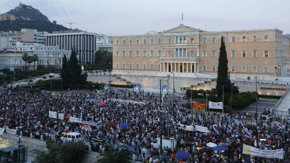 Manifestantes antiausteridad piden el «no» para las nuevas medidas de austeridad presentadas de Tsipras.