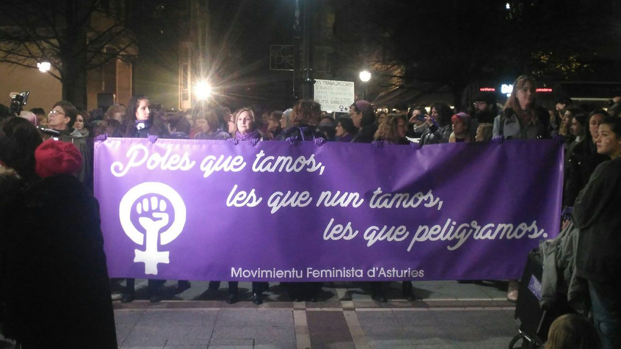 Pancarta extendida por la asociación Movimientu Feminista d'Asturies durante la manifestación del 25-N en Gijón