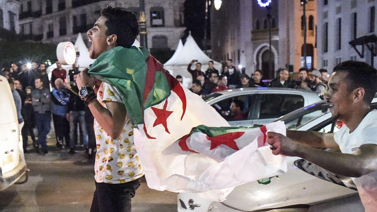 Cuarta semana de protestas en Argelia.Los argelinos salieron a las calles de la capital a celebrar la decisión del presidente Buteflika