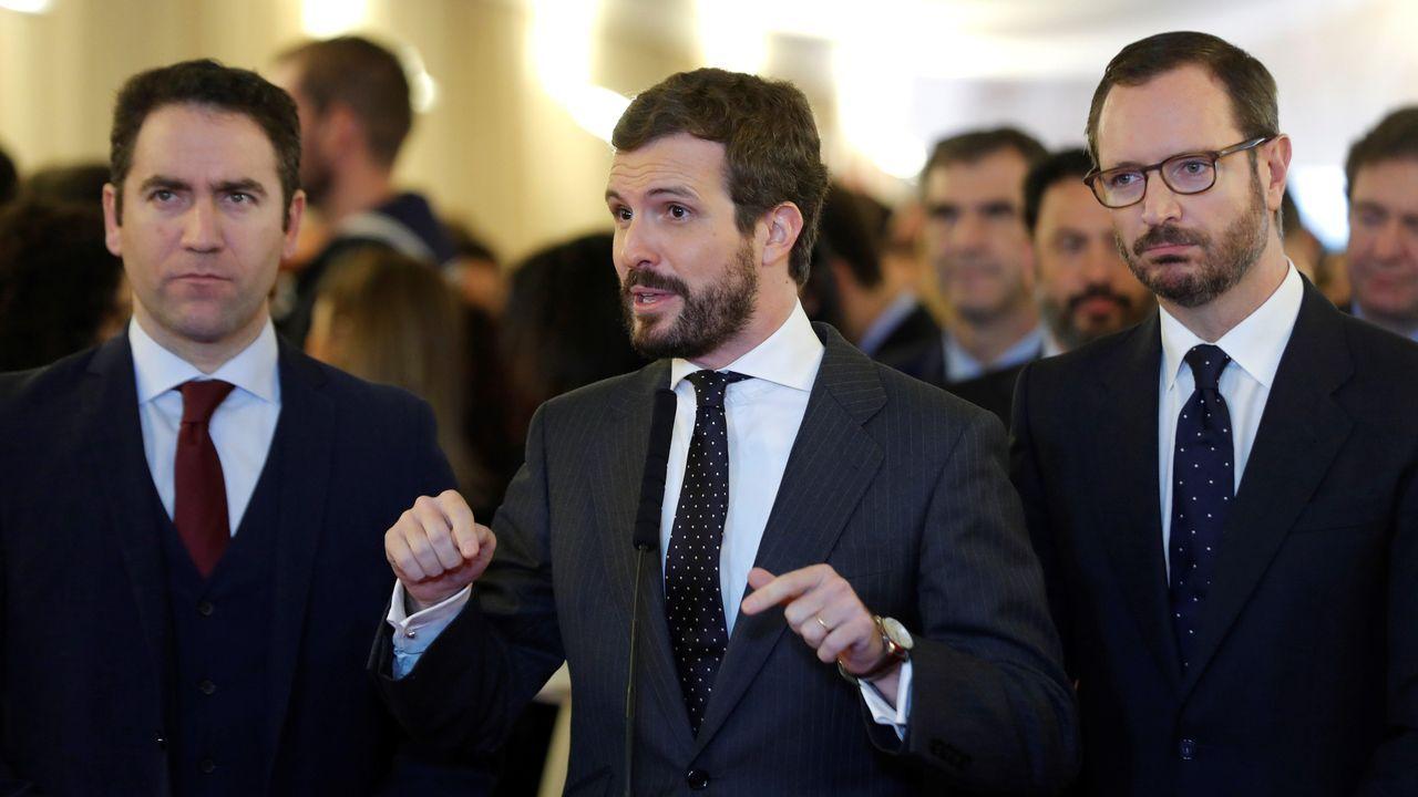 Los populares Pablo Casado, Javier Maroto (d) y Teodoro García Egea