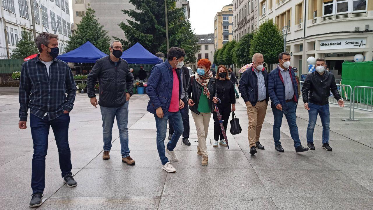 Rubén Arroxo y los concelleiros del BNG inauguraron junto a los técnicos la nueva calle peatonal
