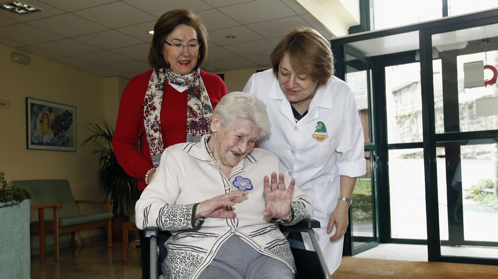 Claudina Bouza tiene 102 años y vive en la residencia de Covelo. Sus sobrina es su familiar más cercano y quien la vista con frecuencia.