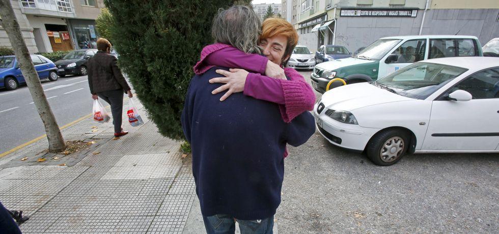 Así fue el momento del error en Miss Universo.Pepe y Marta Torrado, quien fue imputada y absuelta por dejarle conducir su coche «dos metros», se fundieron ayer en un abrazo.