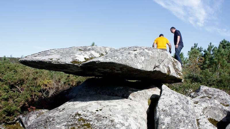 La piedra oscilante, en un monte de Vimianzo.