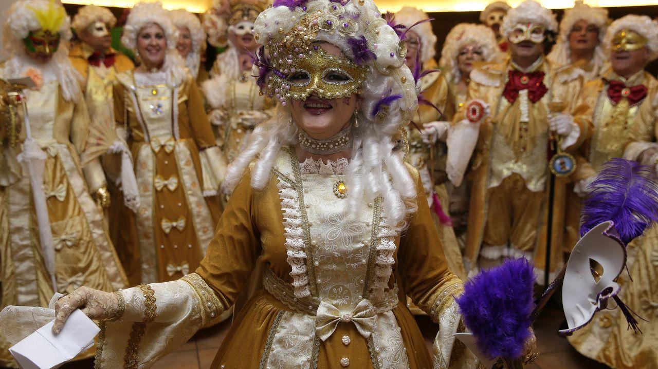El Carnaval coruñés se deja sentir con el concurso de comparsas