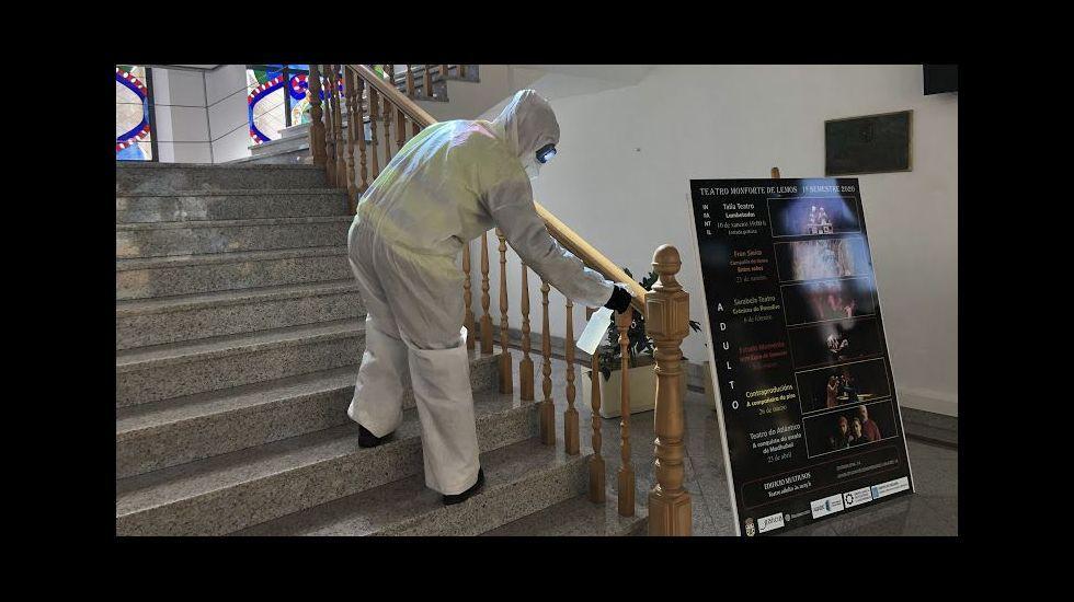 La UME desinfecta el interior del consistorio monfortino