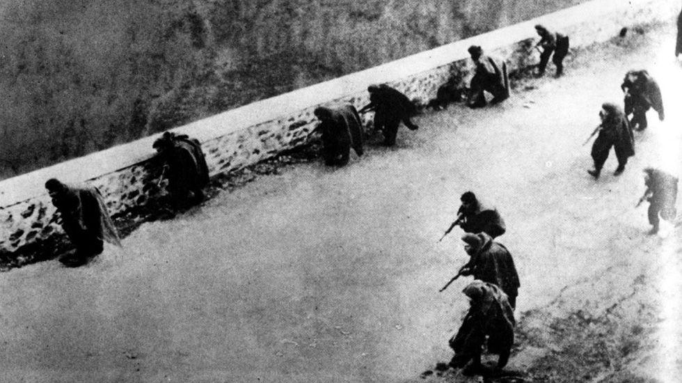 Tropas nacionales entrando en Oviedo en la Guerra Civil
