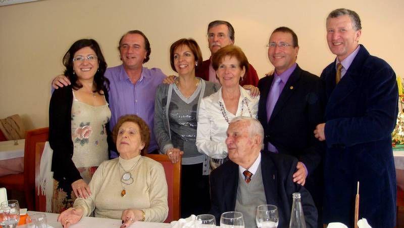 Diego Ameixeiras presentó Todo Ok; a la derecha, Víctor Ledo en la delegación de La Voz.