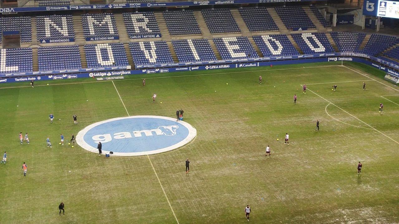 El césped del Carlos Tartiere, justo antes de que comenzase el Oviedo-Mallorca