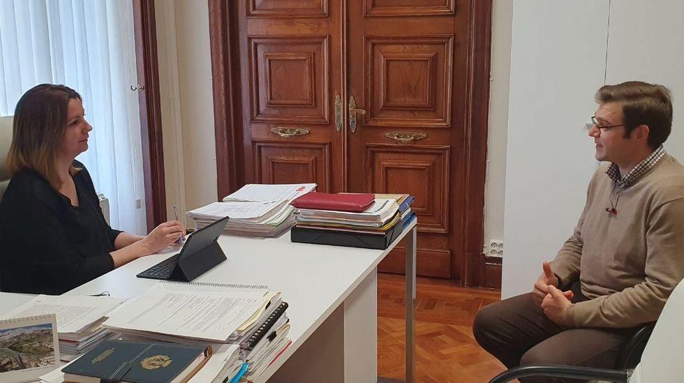 Lara Méndez y Alvaro Santos, departiendo en el Concello de Lugo
