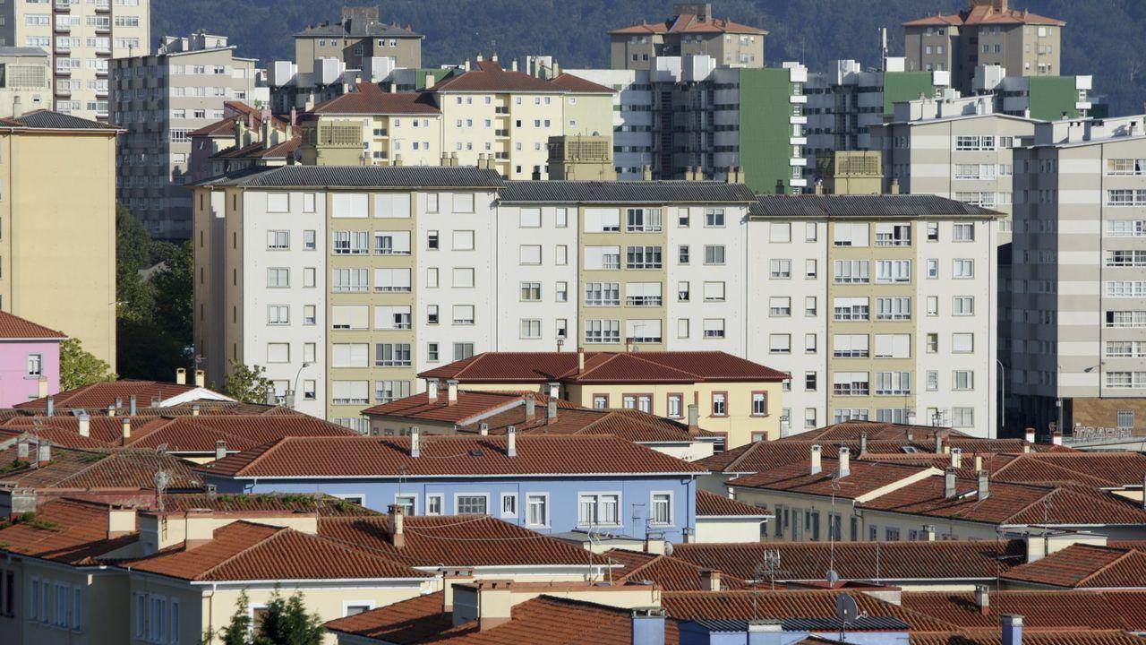 Las hermosas fachadas de los edificios de Rodolfo Ucha contrastan con los bajos comerciales abandonados y llenos de pintadas
