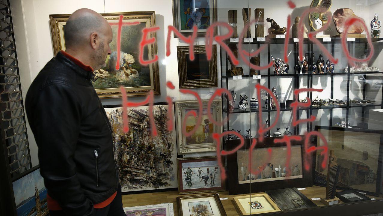 Pintadas con insultos a Tenreiro tras su acción en la tumba de Franco