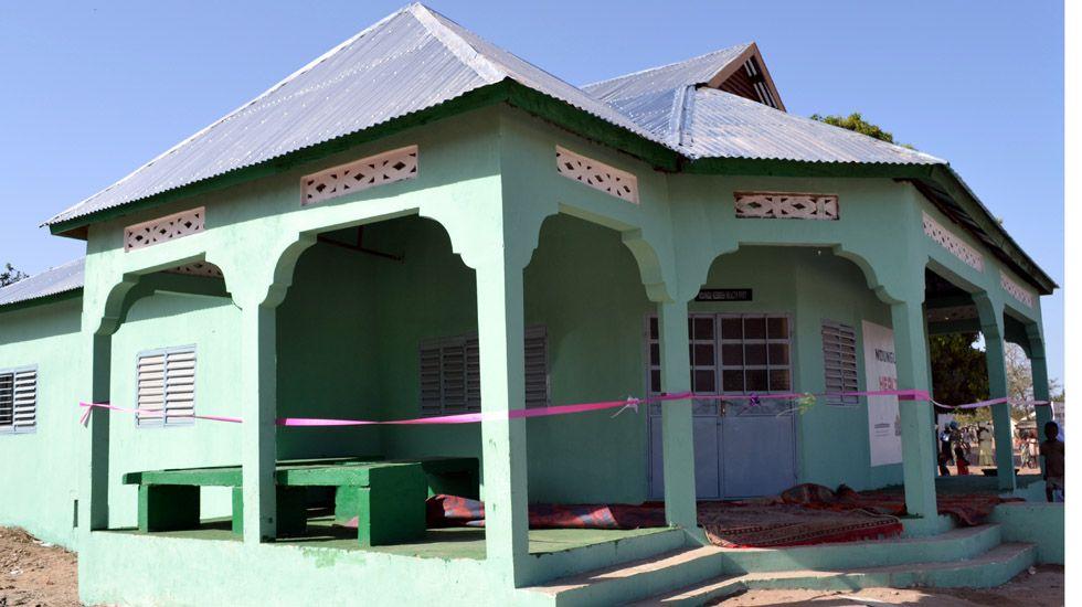 Centro de salud en un pueblo gambiano