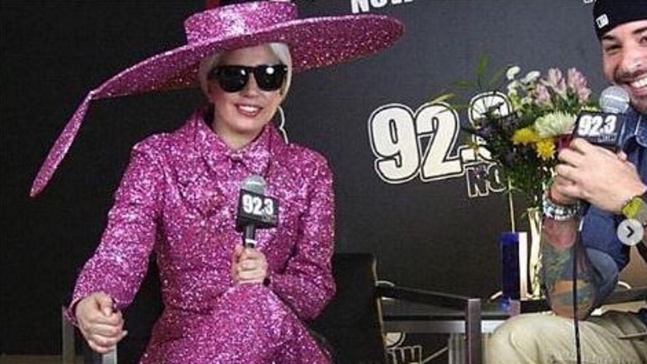 cowan.Lady Gaga fue una de las primeras artistas que confió en Christian Cowan-Sanluis, el diseñador londinense de origen gallego. En el 2014 la cantante le hizo sus primeros encargos, como este diseño ecléctico de color rosa