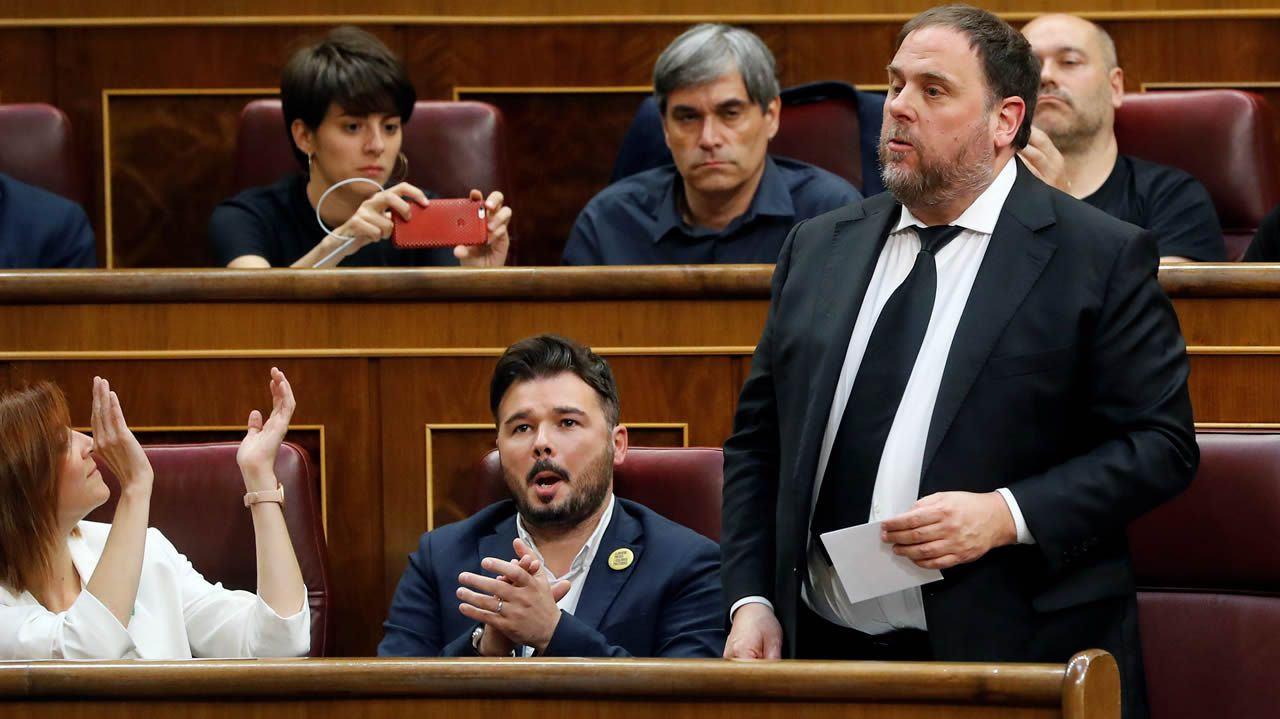 Así fue la jornada de reflexión de los candidatos a la alcaldía de Pontevedra.Oriol Junqueras, que se encuentra en prisión provisional, jura o promete su cargo