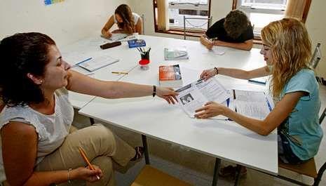 Las academias reciben cada vez más universitarios que aprovechan el verano para sacarse un título B1 de algún idioma extranjero.