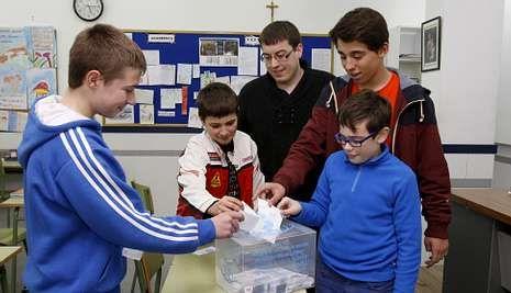 Los estudiantes enviaron a los patrocinadores la suma del estudio de cada clase.