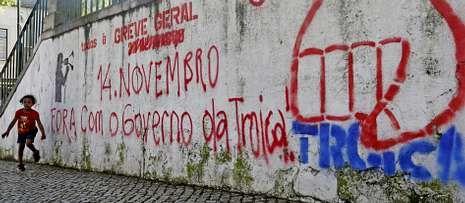 Decir troika en Portugal es casi un insulto. Las pintadas contra las tres instituciones invaden Lisboa mientras sus enviados aprietan al Gobierno.