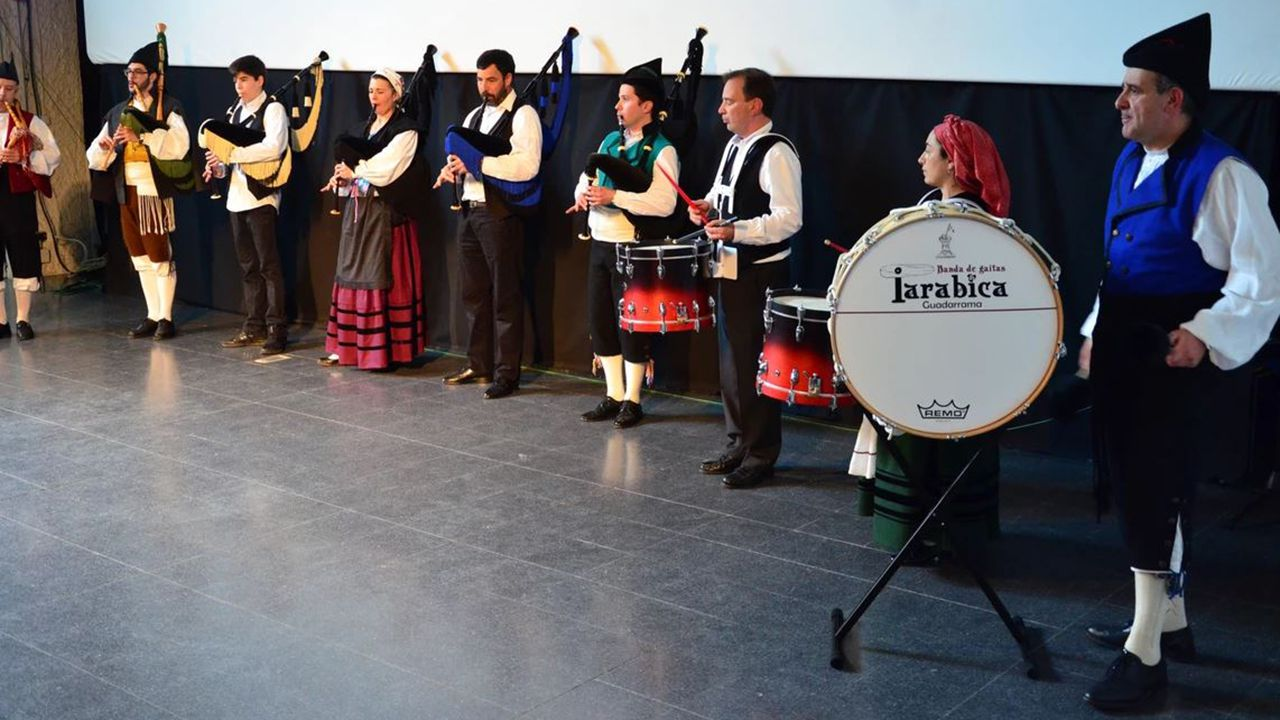 Asturias se reivindica en Fitur.La Banda de Gaitas «La Tarabica» de Guadarrama