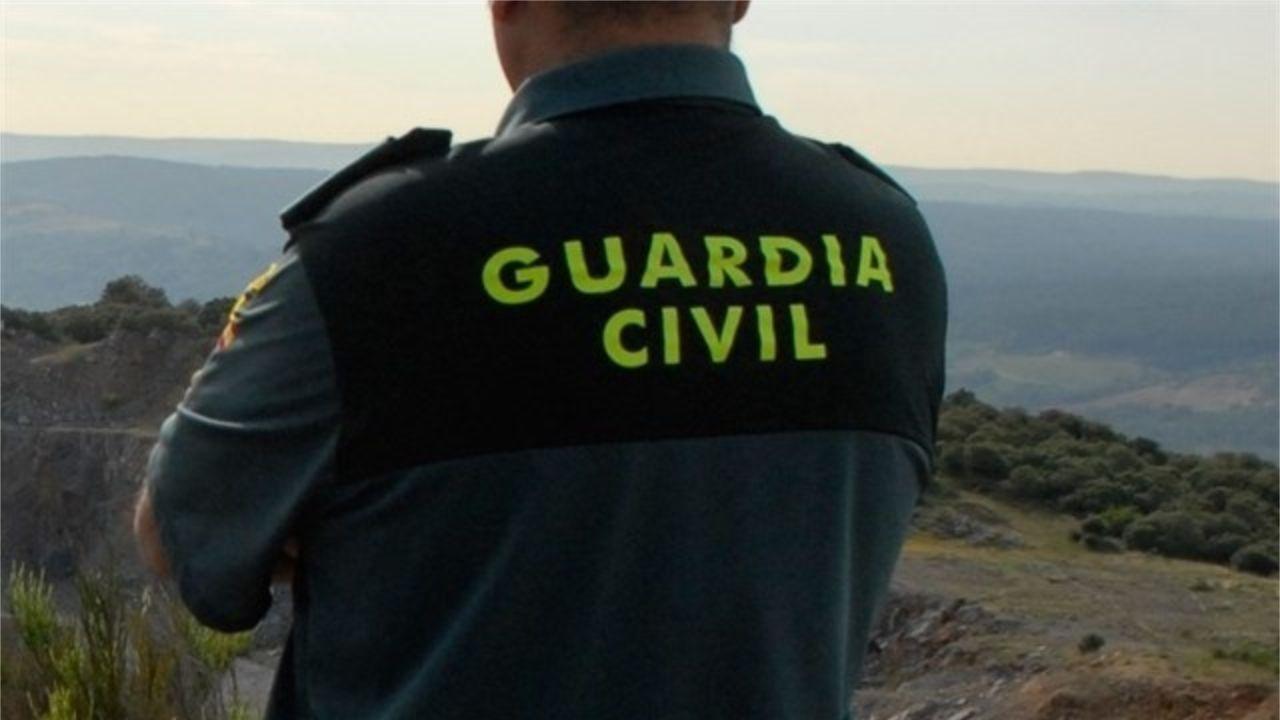 Cinco menores acusados de la supuesta violación de un niño de 9 años en Jaén.Imagen de archivo de dos policías nacionales