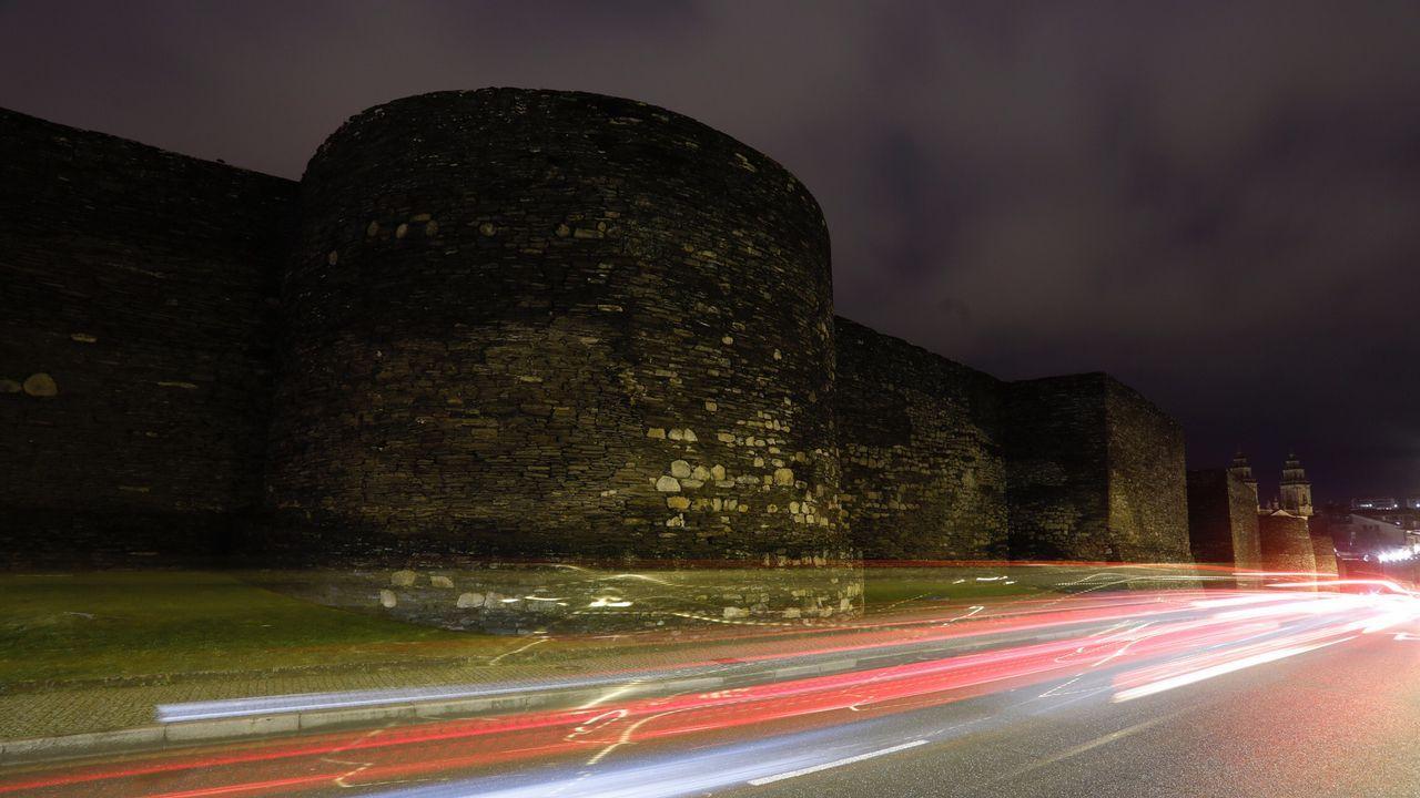 Muralla de Lugo a oscuras