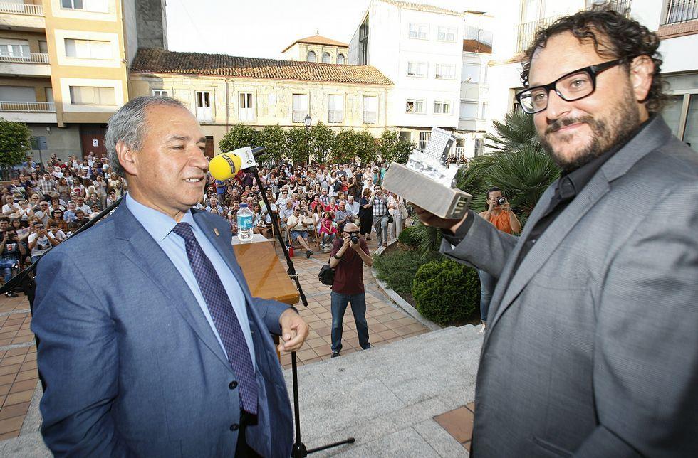 Sergio G. Sánchez junto al Viceconsejero de Cultura, Vicente Domínguez.Sergio G. Sánchez junto al Viceconsejero de Cultura, Vicente Domínguez