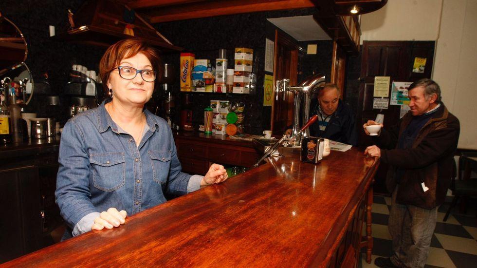 Carmen, del bar Potel de Valga que ha repartido un cuarto premio de máquina