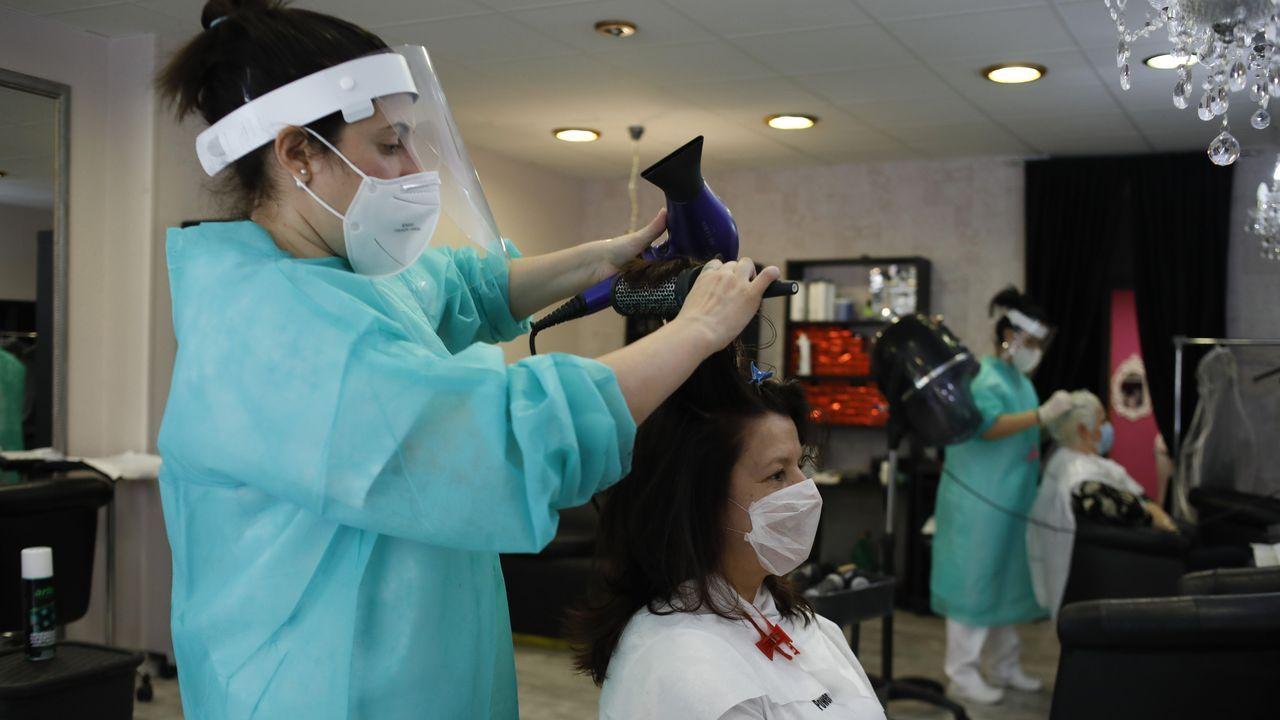 Miriam Souto reabrió su peluqueria este lunes