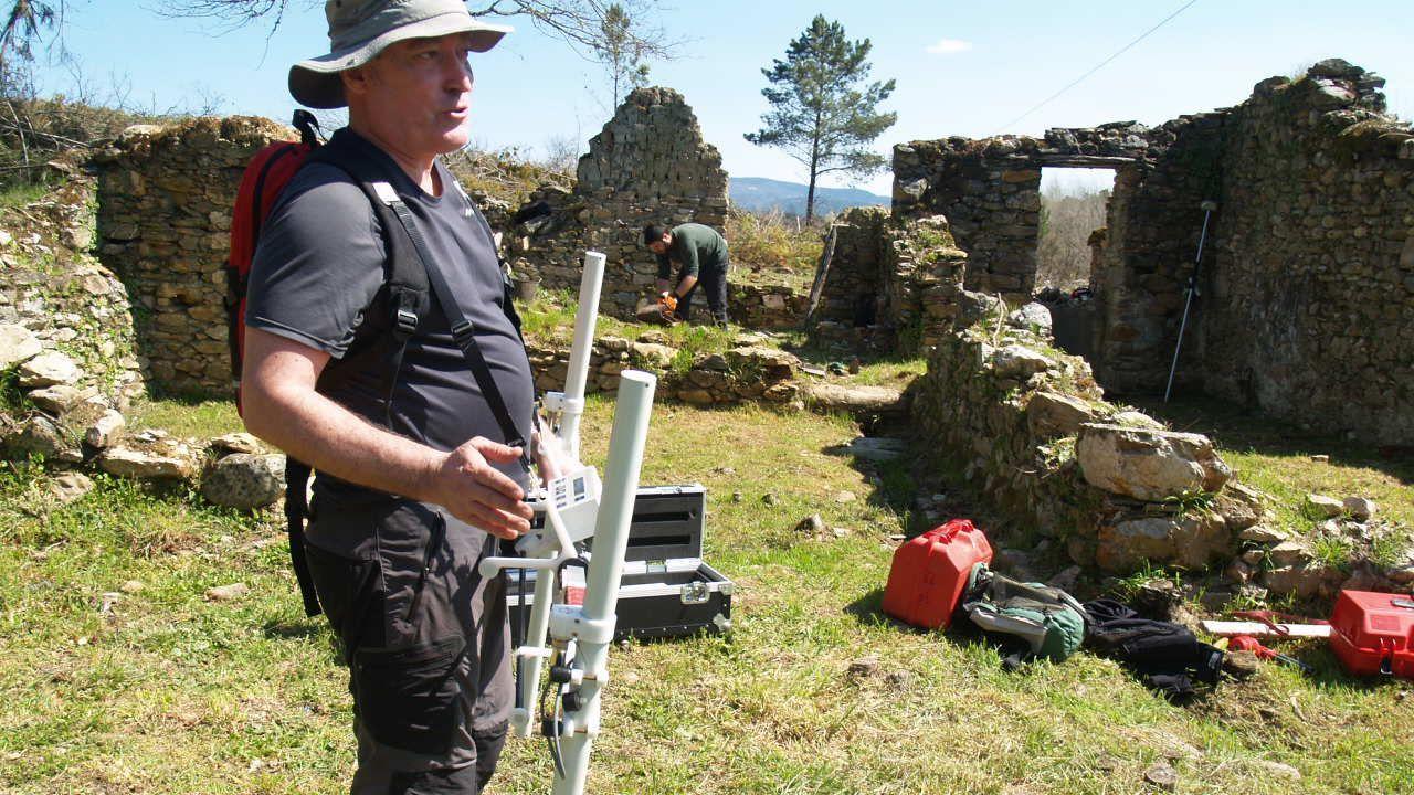 Sondeos con georradar en una investigación arqueológica en el escenario de la batalla de Repil, en la parroquia monfortina de Chavaga, realizada en el 2018