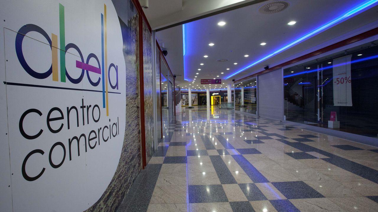 Chocoart crea bombones de autor y a la carta en Lugo.El doctor Sergio Vazquez, Jefe del Servicio de Oncologia del HULA