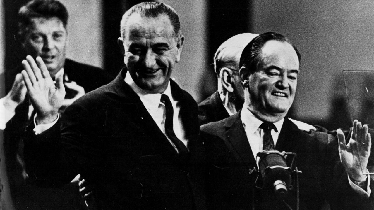 Hubert Humphrey con Lyndon B. Johnson