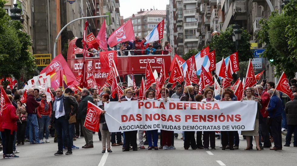Primero de Mayo en Gijón:consignas, humoy escraches.Marsella.