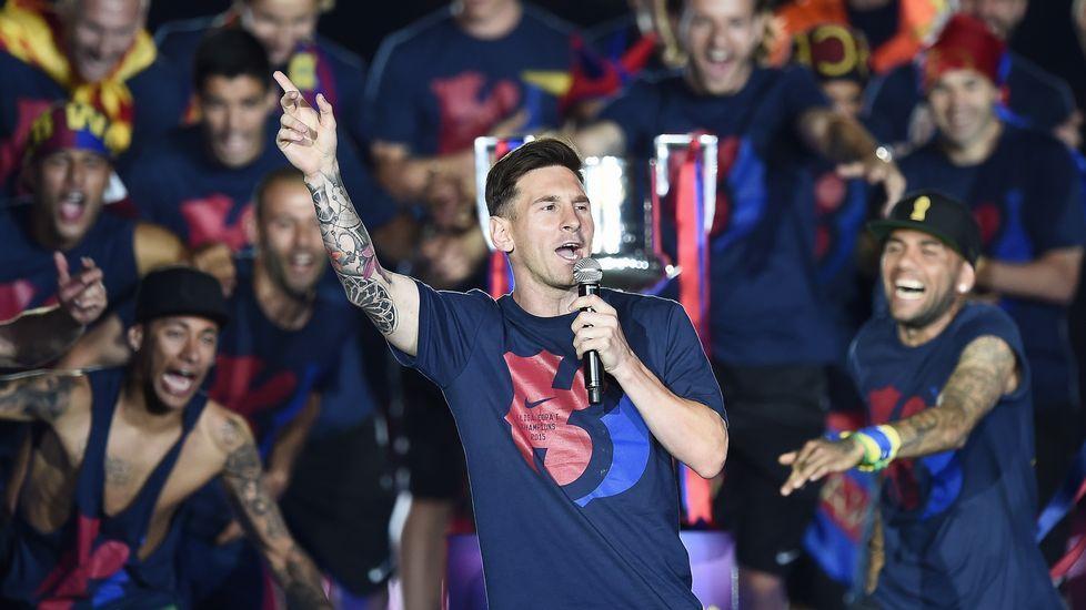 El Barcelona celebra su quinta Champions por todo lo alto.Aduriz, entre Thiago y Cesc
