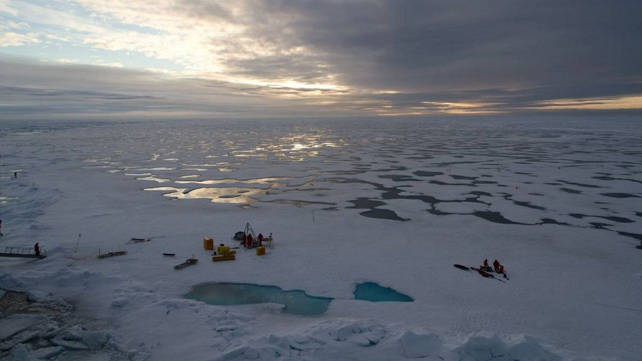 El mundo despierta contra el cambio climático.El calentamiento global y la descongelación paulatina del océano Glacial Artico han puesto de actualidad una franja del planeta ignorada durante largo tiempo