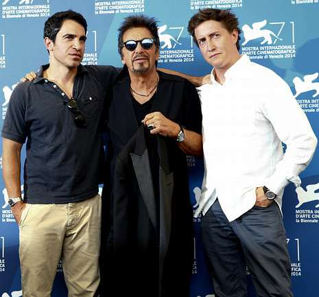 <span lang= es-es >Presentación </span>Al Pacino junto a los actores David Gordon y Chris Messina durante la presentación de la nueva película «The Humbling» en la Mostra Internacional de Venecia.