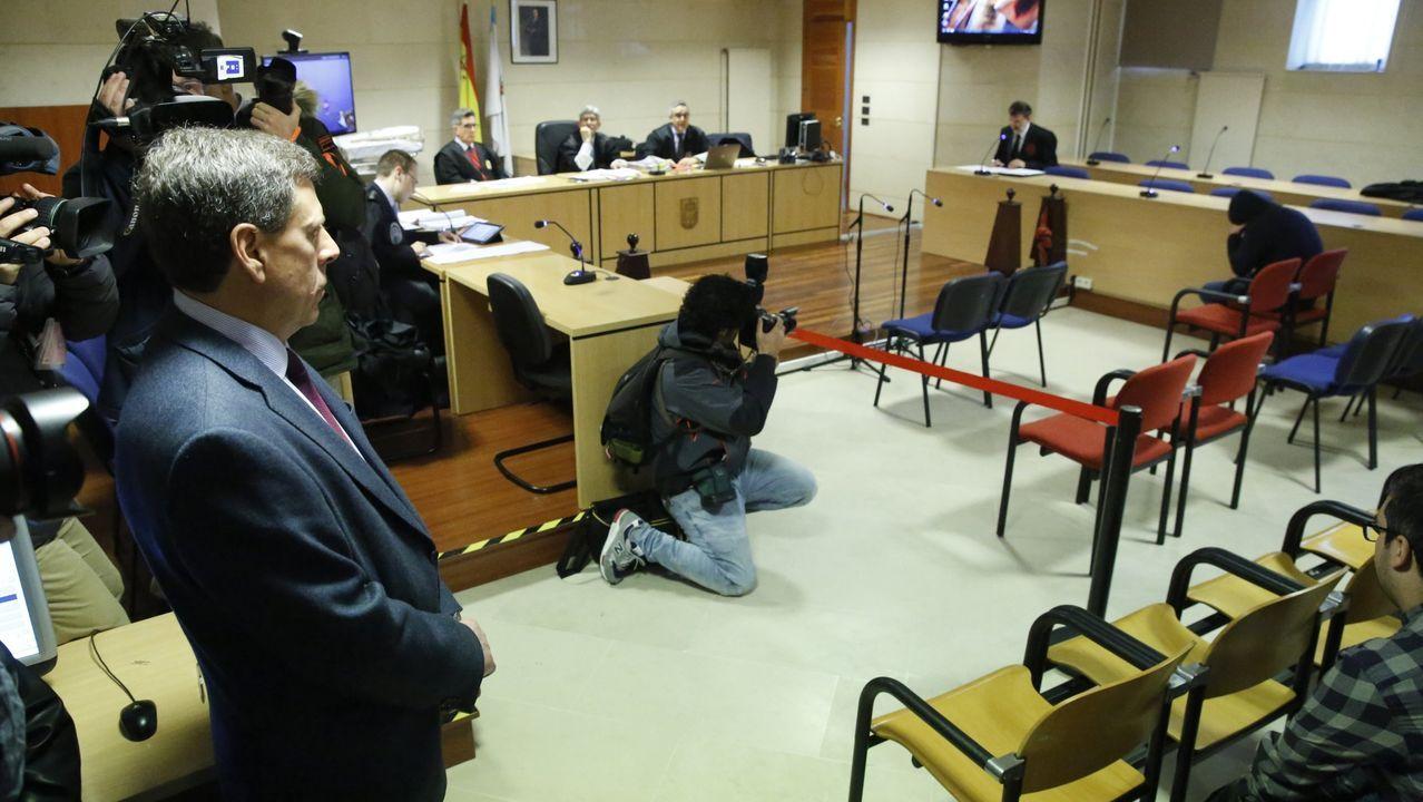 El padre de Diana Quer observa a José Enrique Abuín en el juicio por el asalto a una joven en Boiro.